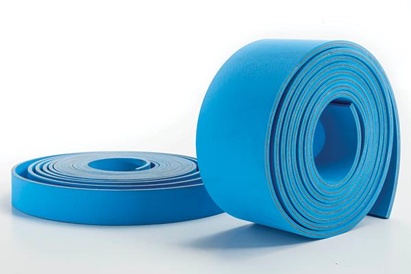 Due cinghie piane di colore azzurro